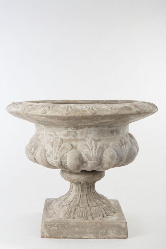 copa de jard n napolitana resina en color gris pastel
